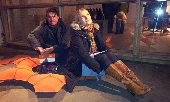 Michael und Janine erproben den ruggl-Sitz